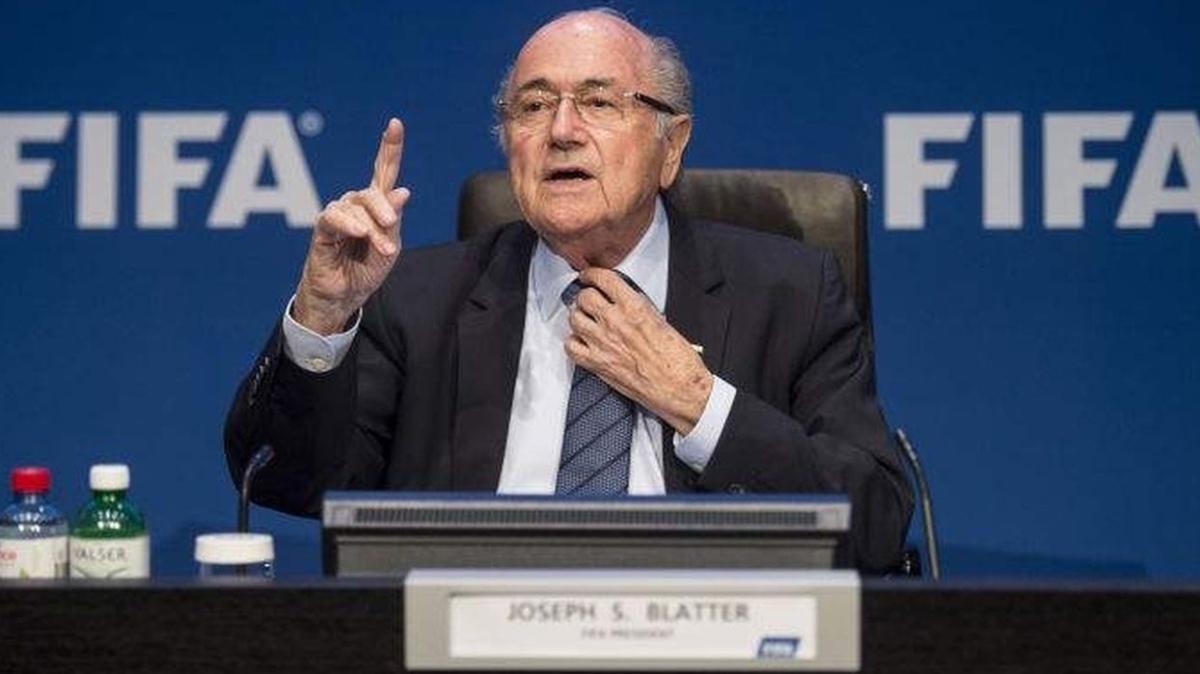 Eski FIFA Başkanı Sepp Blatter hastaneye kaldırıldı