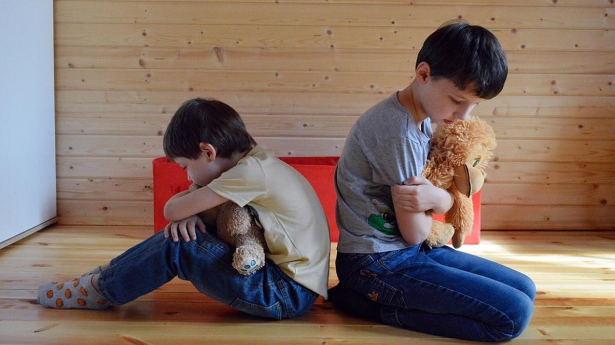 Kardeş kavgasında küçük ve büyük çocuk ayrımı yapmayın