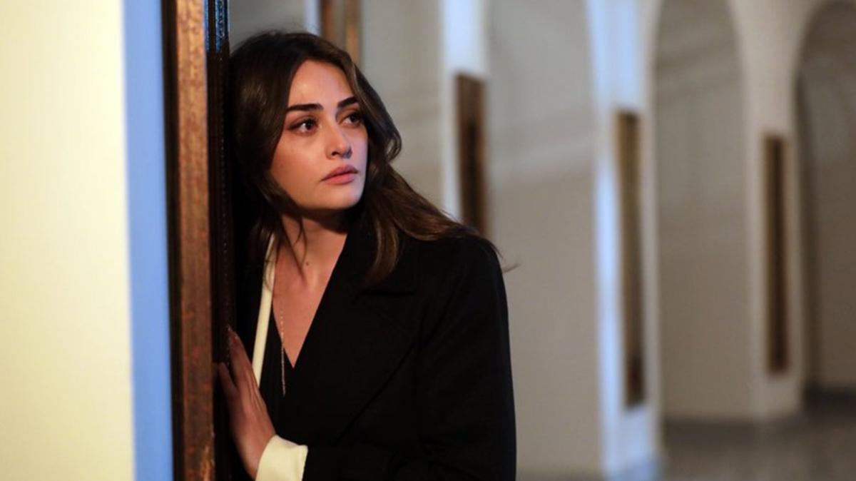 Ramo'nun Sibel'i Esra Bilgiç'in türkü performansı izleyicileri mest etti! Meğer ne yetenekliymiş...