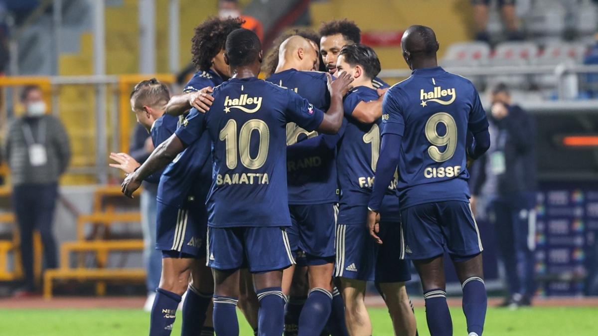 Fenerbahçe'nin Erzurumspor maçı kafilesi açıklandı