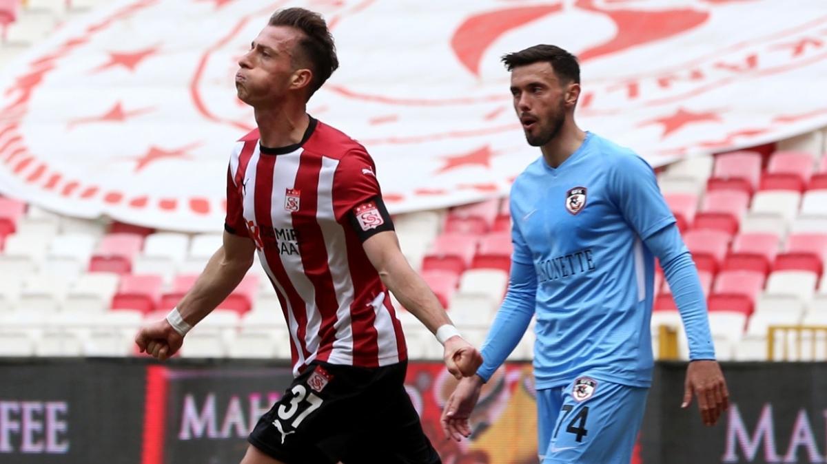 Hakan Arslan Sivasspor'un gol yükünü sırtlıyor