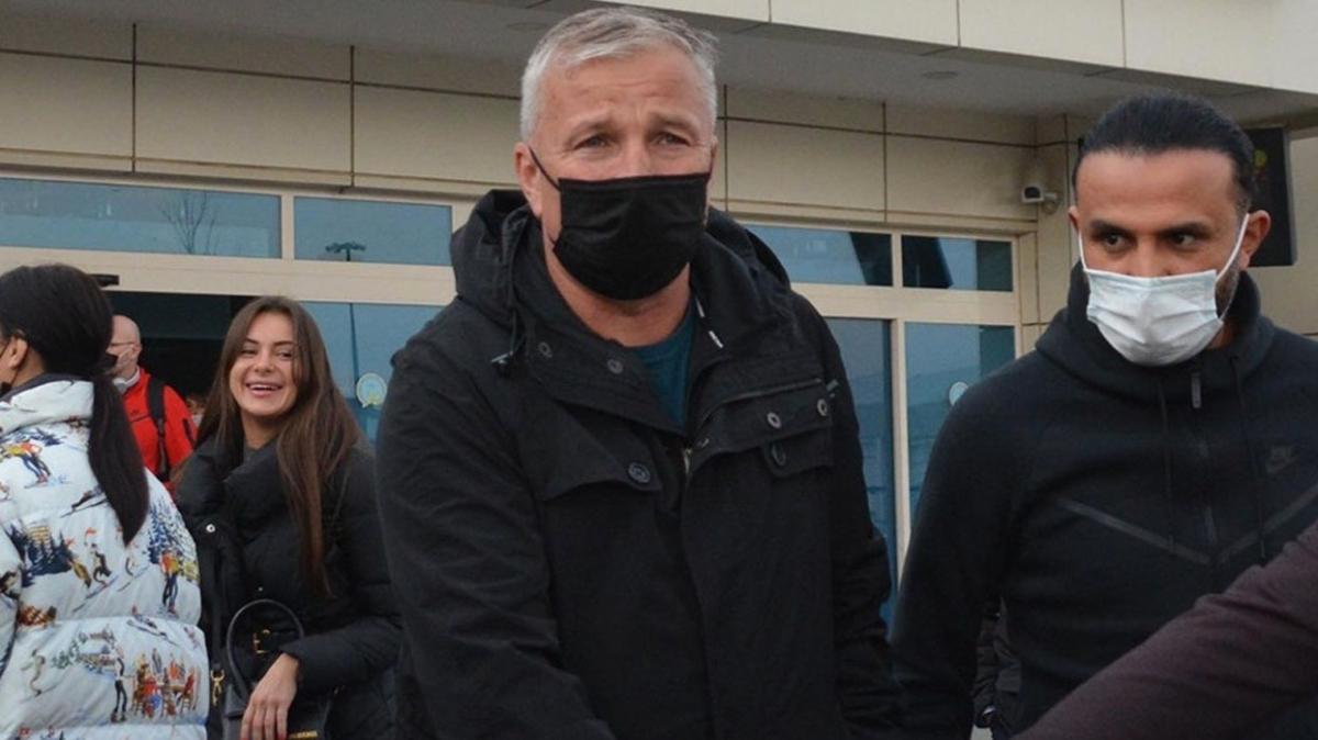 Kayserispor'un yeni hocası Dan Petrescu şehre ulaştı