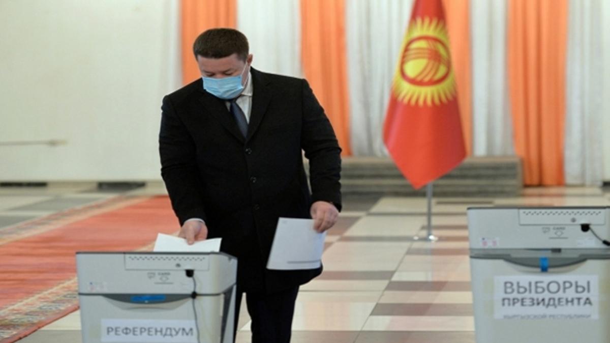 Kırgızistan'da erken seçim! Halk sandık başına gitti
