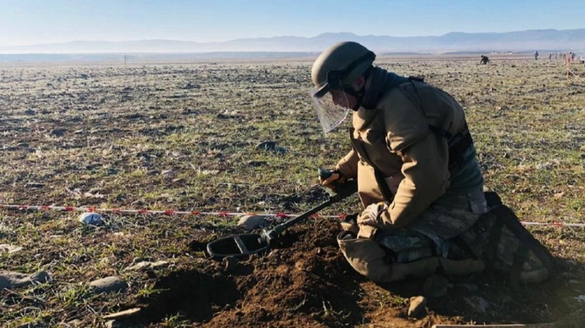 """MSB duyurdu: """"Mehmetçik, Karabağ'da mayın temizleme faaliyetlerine devam ediyor"""""""