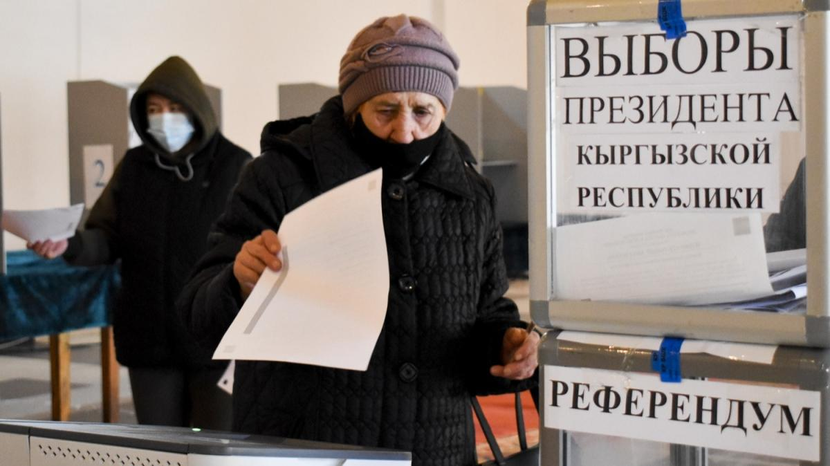 Kırgızistan'da cumhurbaşkanı seçimi ve referanduma katılım oranı yüzde 33,13 oldu