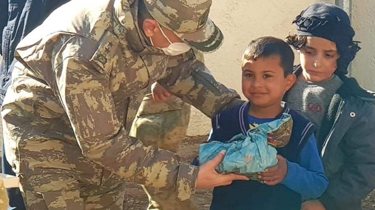 Türk askeri, Rasulayn'daki dul ve yetimlerin yüzünü güldürdü