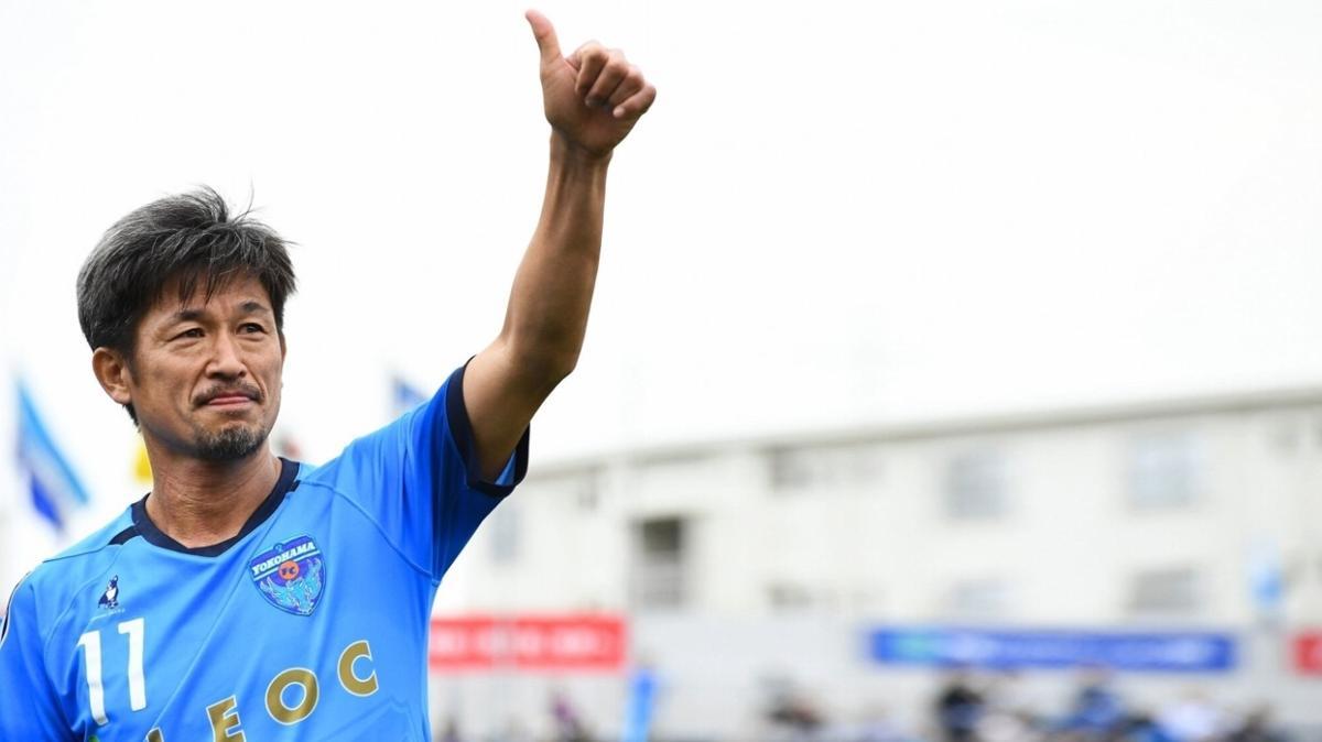 53 yaşındaki futbolcu Kazuyoshi Miura, Yokohama ile sözleşmesini uzattı