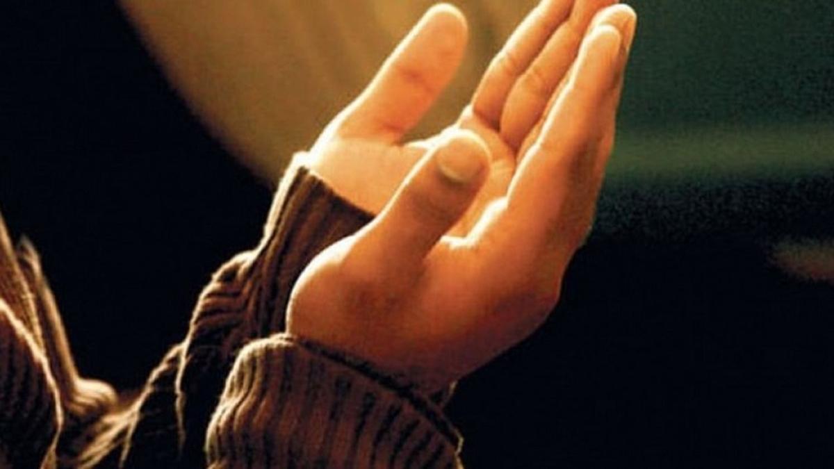 """Duadan sonra elleri yüze sürmenin dayanağı var mıdır"""" Duada ellerin durumu nasıl olmalıdır"""""""