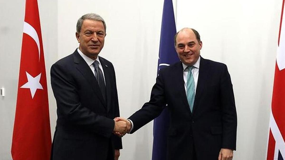 Milli Savunma Bakanı Akar, İngiltere Savunma Bakanı Wallace ile görüştü