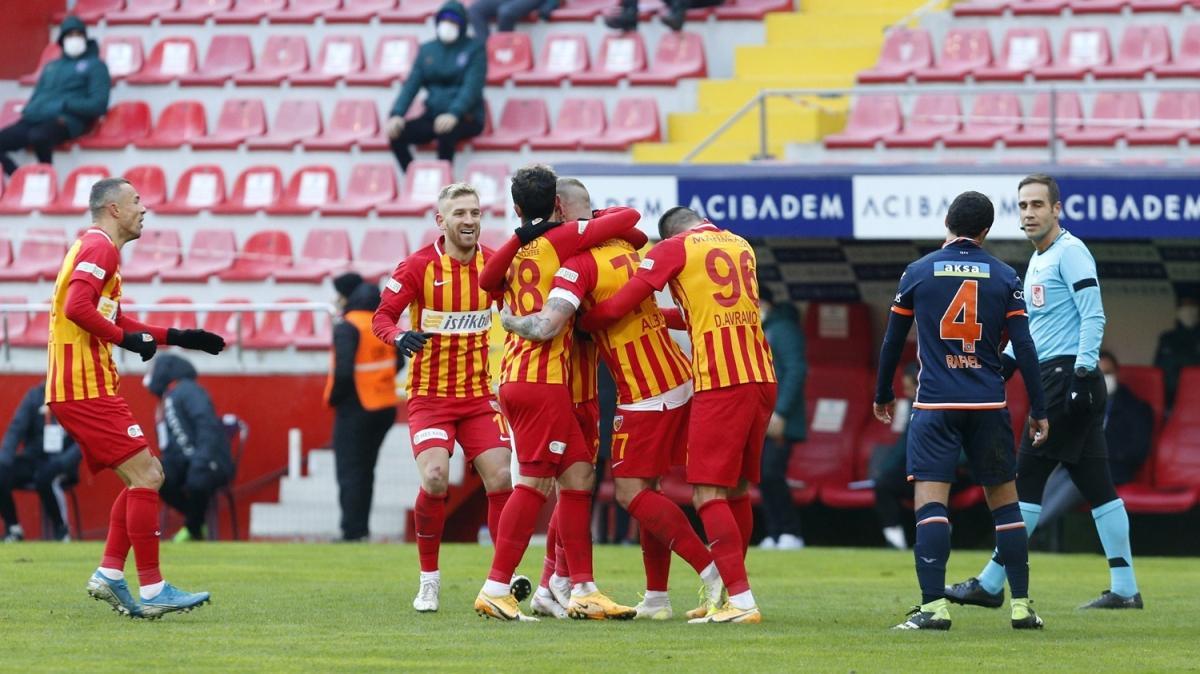Medipol Başakşehir'e bir darbe de Kayserispor'dan