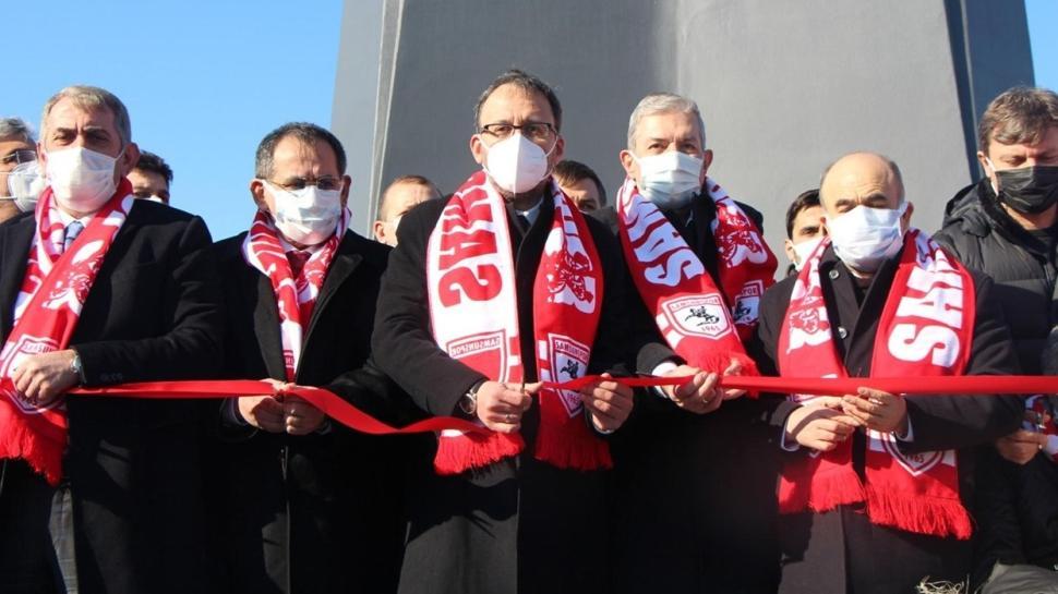 Bakan Kasapoğlu, Futbol Şehitleri Anıtı'nn açılışına katıldı