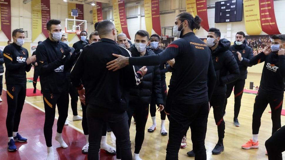 Omar Elabdellaoui'den, sarı kırmızılı takım arkadaşlarına sürpriz ziyaret
