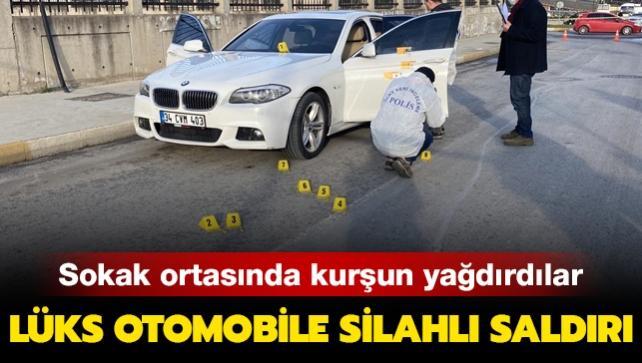 Sokak ortasında kurşun yağdırdı: Lüks otomobile silahlı saldırı