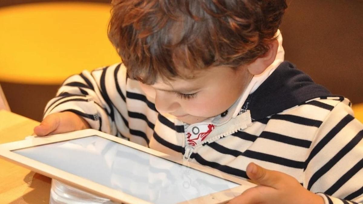 """Çocuklarda yaşa göre ekran süresi nasıl hesaplanır"""""""