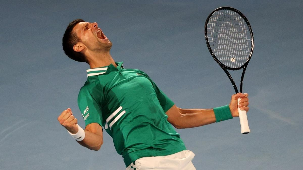 Avustralya Açık'ta Novak Djokovic ve Dominic Thiem zorlansa da turladı