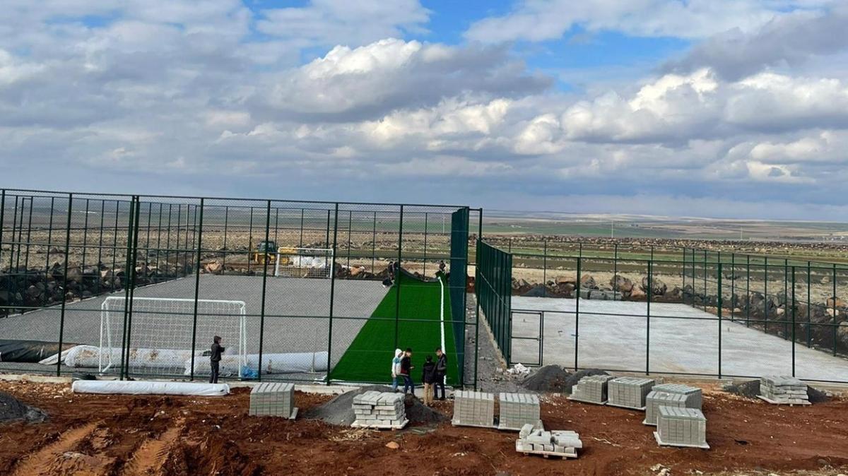 Bakan Kasapoğlu tenis kortu ve halı saha sözünü tuttu