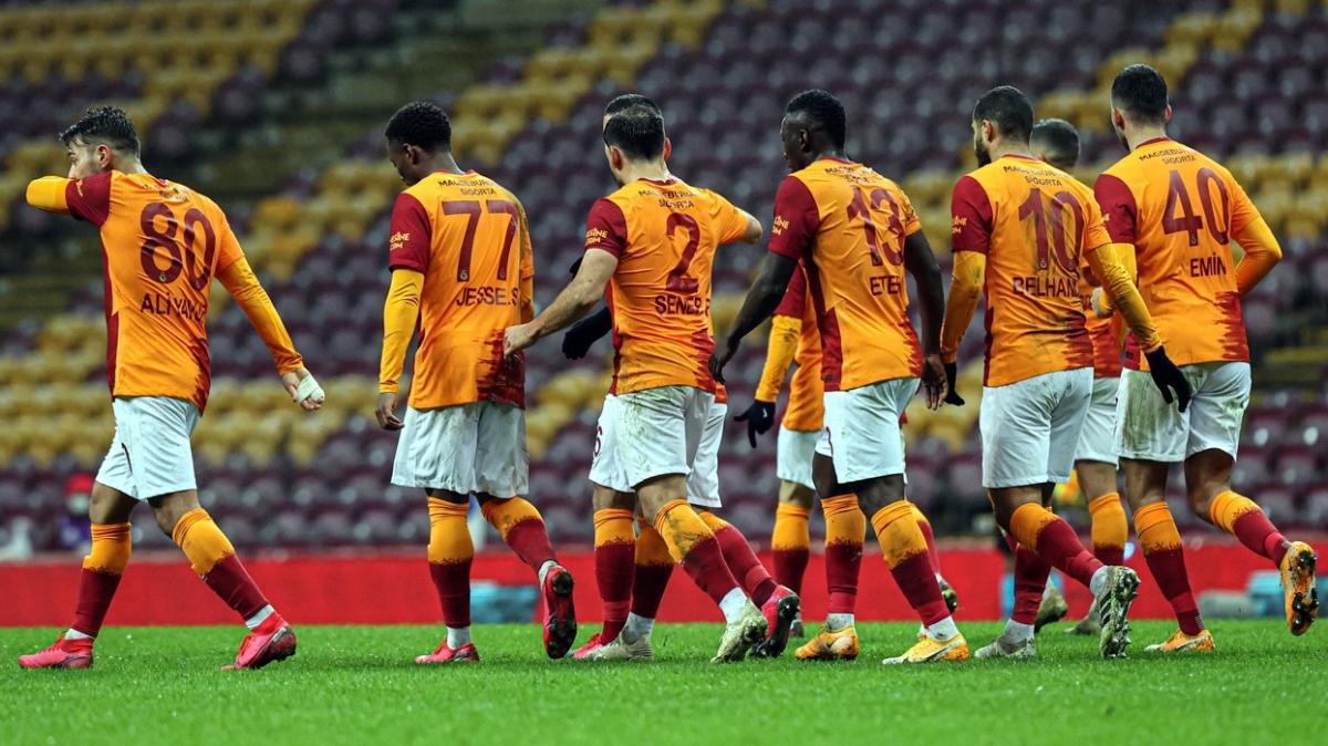 Galatasaraylı futbolcular cezalar sonrası şampiyonluk için kenetlendi