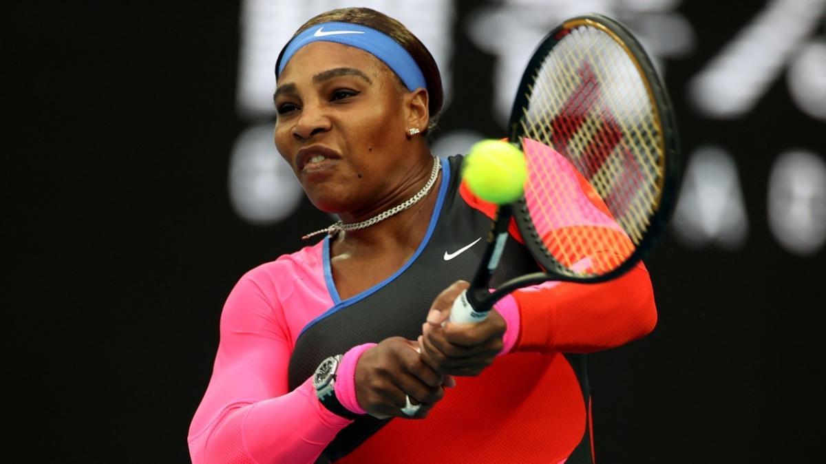 Avustralya Açık'ta Serena Williams, Simona Halep'i eleyip yarı finale yükseldi