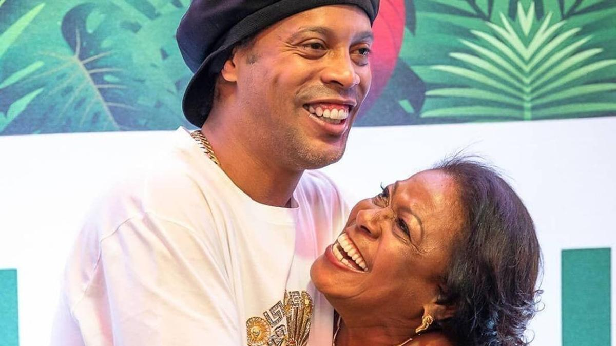 Ronaldinho'nun annesi koronavirüs sebebiyle hayatını kaybetti