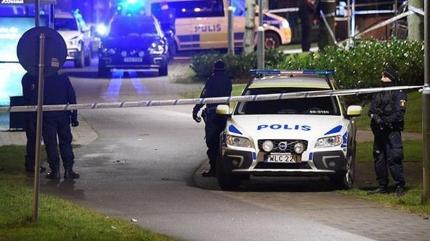İsveç'te bıçaklı saldırı... Yaralılar var