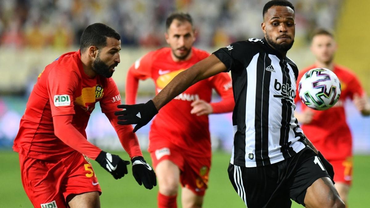 Beşiktaşlı Cyle Larin Başakşehir'e bileniyor
