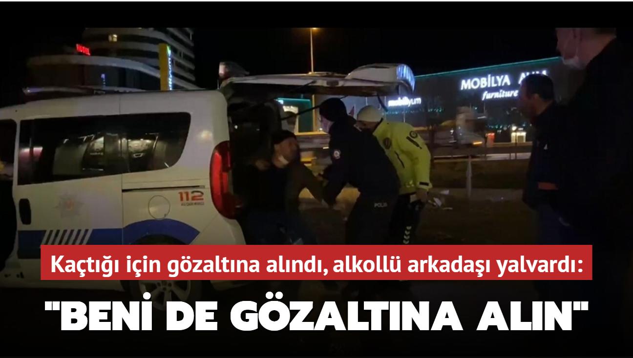 """Bursa'da kısıtlama saatlerinde polisin dur ihtarına uymayan sürücüyü polis ekipleri gözaltına aldı, arkadaşı"""" beni de içeri atın"""" dedi."""