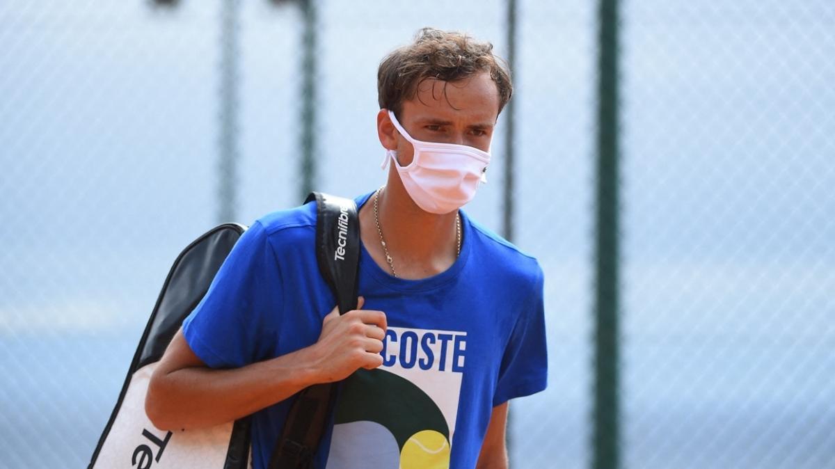 Daniil Medvedev koronavirüse yakalandı
