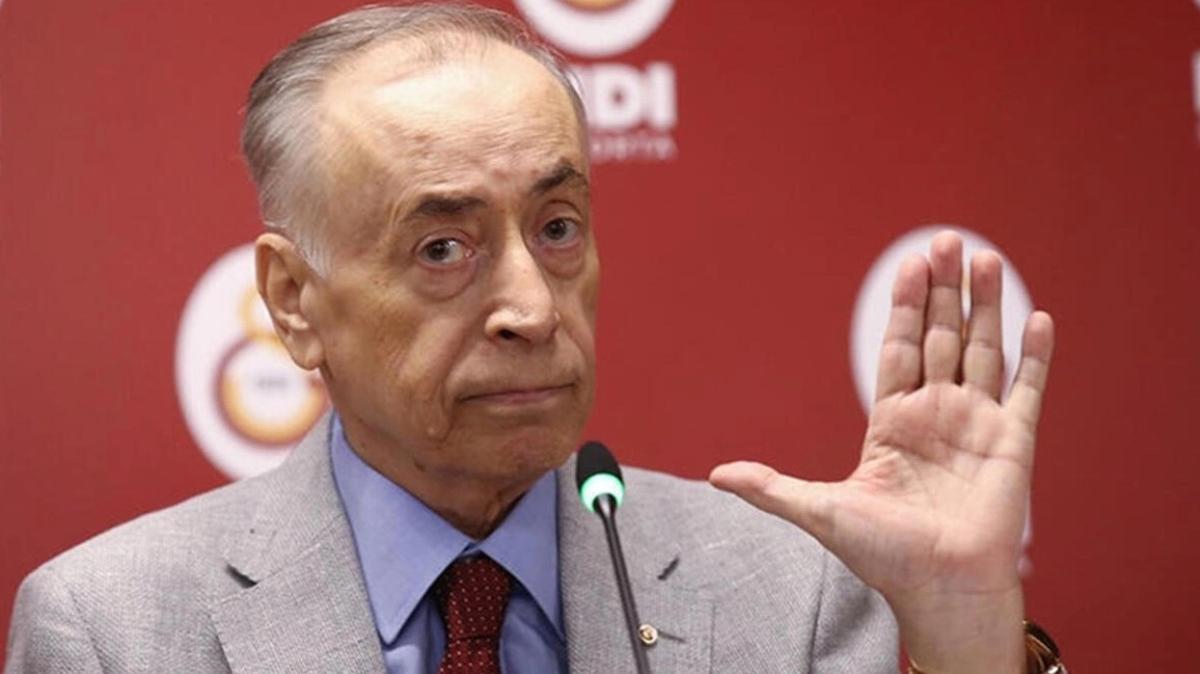 Galatasaray taraftar grubu Mustafa Cengiz'i istifaya davet etti