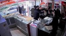Samsun'da korkunç olay: Pastaneci ve oğlunu dövüp, iş yerine tüfekle ateş açtılar