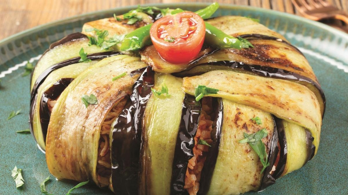 """Domates pilavlı patlıcan kapama tarifi ve malzemeleri! Domates pilavlı patlıcan kapama nasıl yapılır"""""""