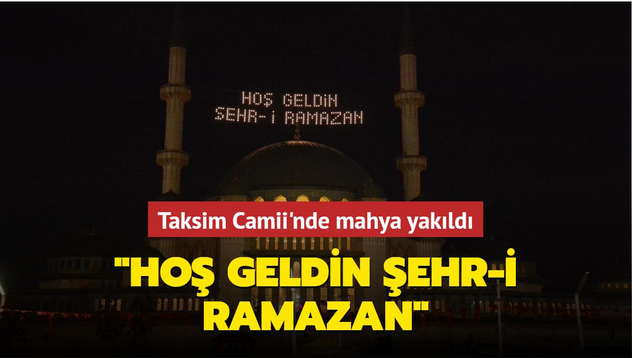 """Taksim Camii'nde mahya yakıldı: """"Hoş Geldin Şehr-i Ramazan"""""""