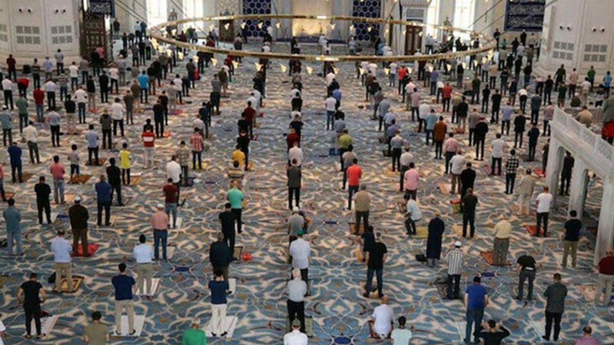 """23 Nisan'da cumaya gitmek yasak mı"""" 23 Nisan'da camiler açık mı, bugün cuma namazı kılınacak mı"""""""