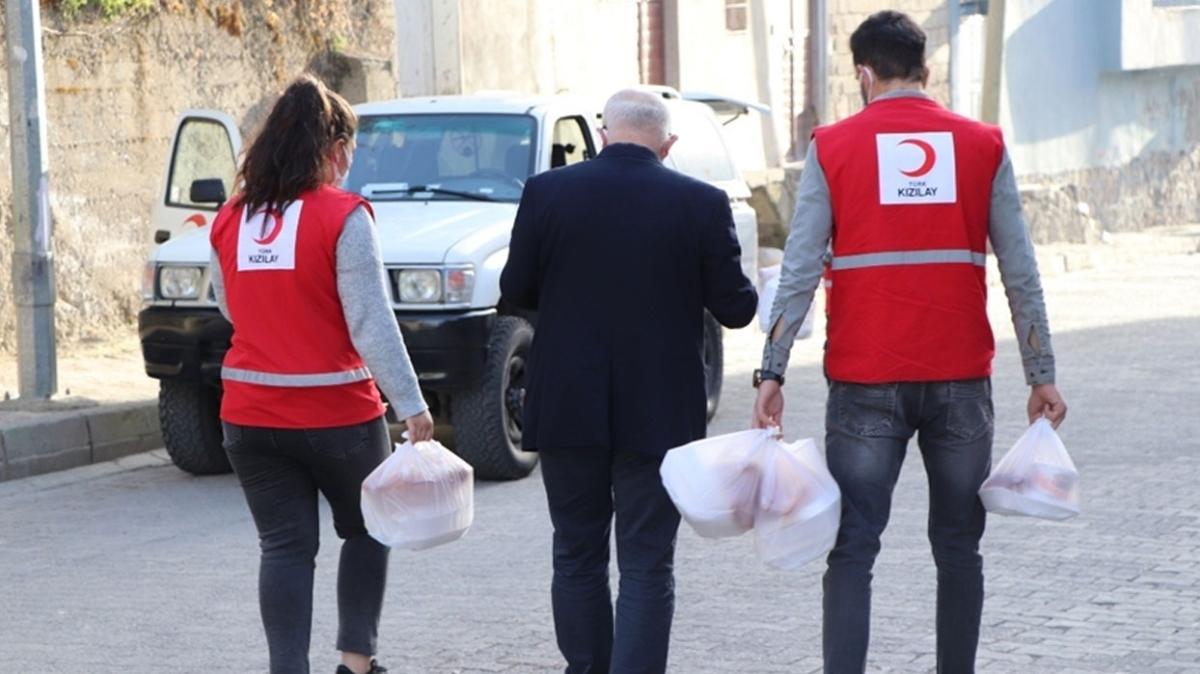 Türk Kızılay Suriye'de... İftar programı düzenledi