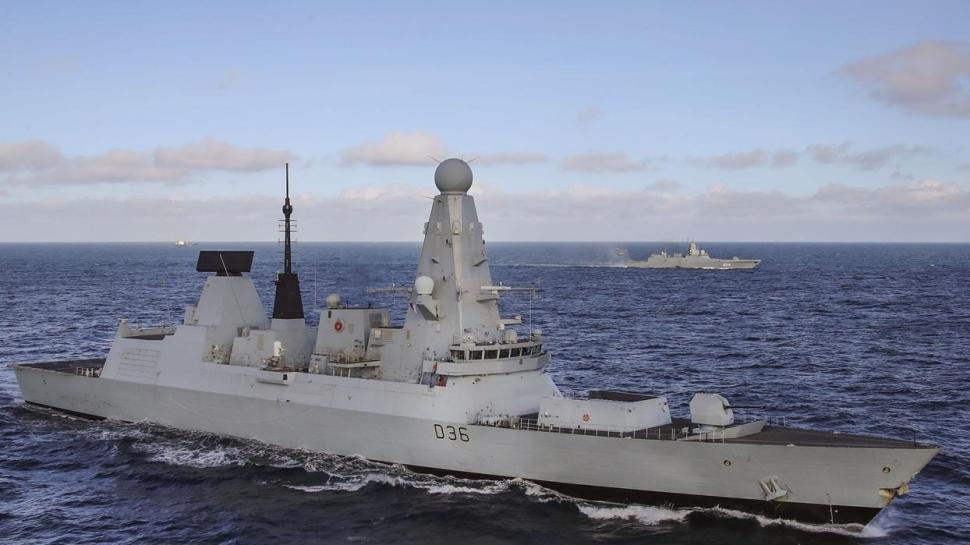 Fransa tehdit etmişti... İngiltere donanma gönderdi