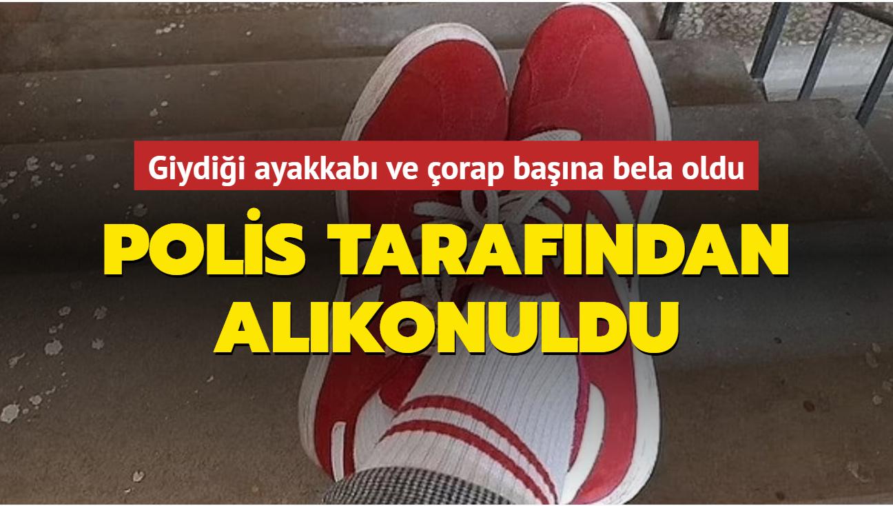 Giydiği ayakkabı ve çorap başına bela oldu: Polis tarafından alıkonuldu