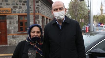 Bakan Soylu Kars'ta şehit anneleriyle birlikte
