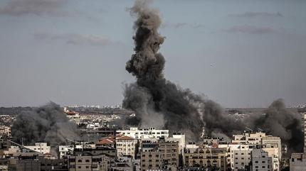 Abluka altındaki Gazze'de 63'ü çocuk 217 şehit