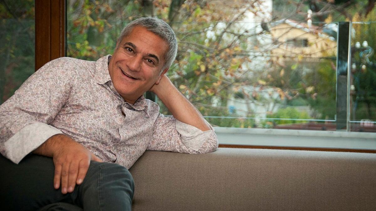 Aşkta yüzü güldü... Mehmet Ali Erbil gönlünü İzmirli güzele kaptırdı