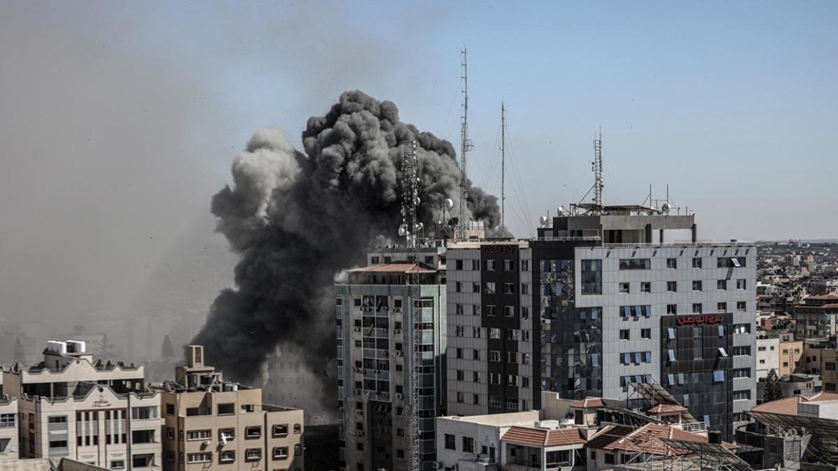 İşgalci İsrail yıkmıştı... Gazze'deki medya kulesinin sahibinden suç duyurusu