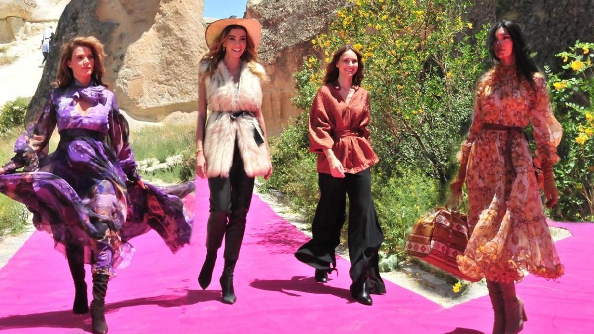 Kapadokya'da ünlü mankenlerin defile rüzgarı