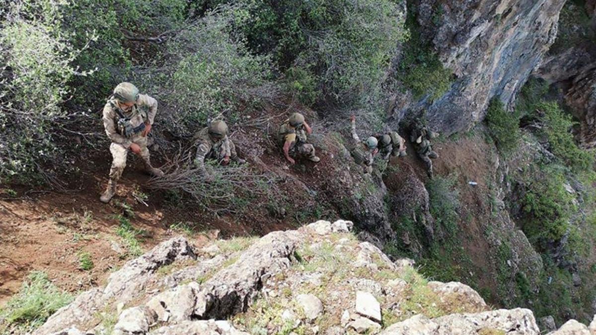 Son dakika haberi: PKK'ya ait çok sayıda silah ve mühimmat ele geçirildi
