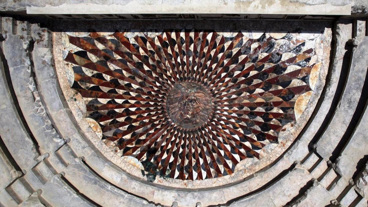 Burdur'da ortaya çıkarılan Medusa mozaiği ziyarete açıldı