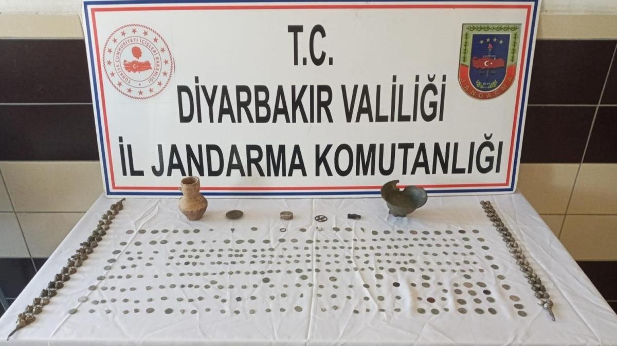 Diyarbakır'da 328 tarihi eseri 65 bin dolara satmak isteyenler yakalandı