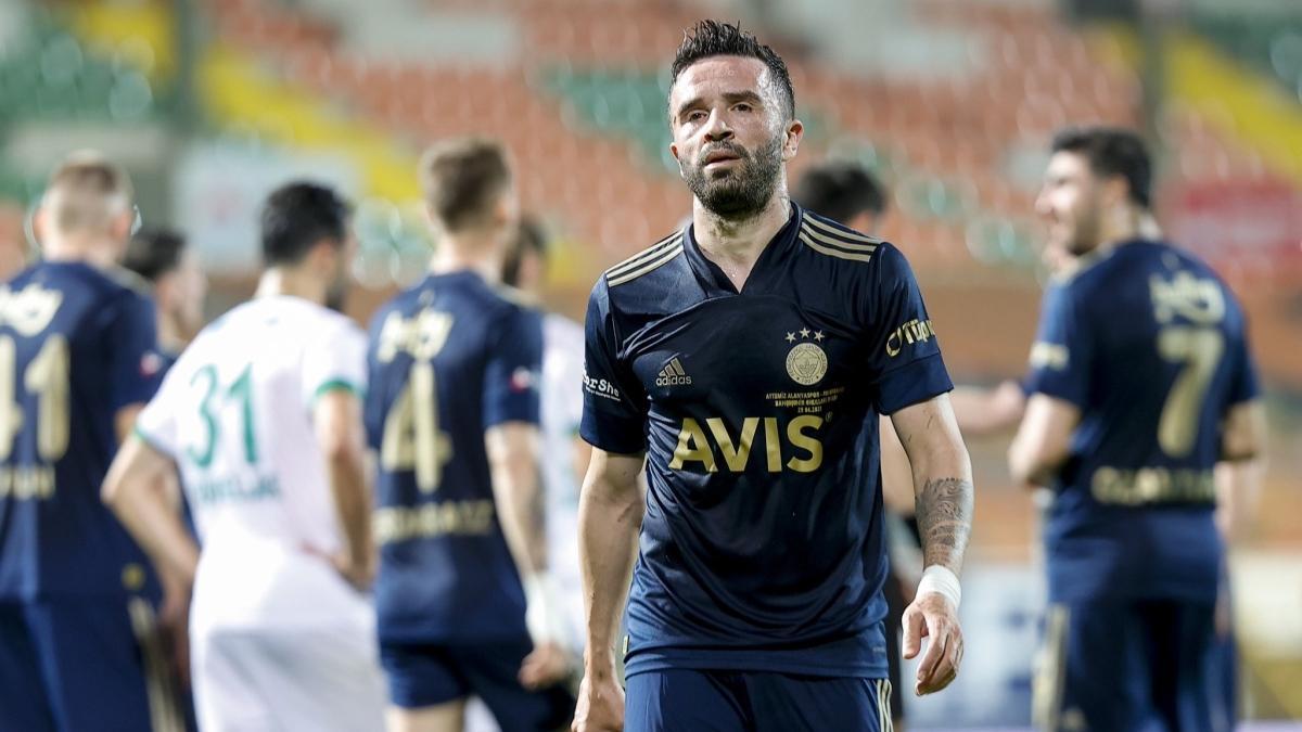 Fenerbahçe'den Gökhan Gönül'e sözleşme jesti