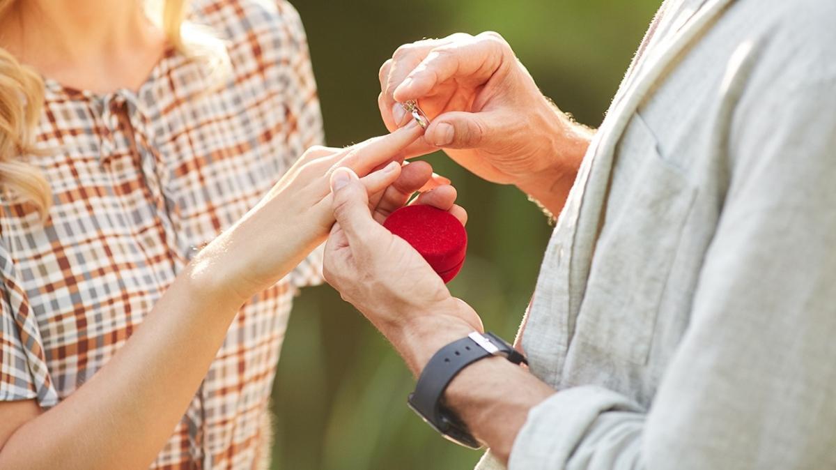 """Evlilik teklifinde yüzük neden önemli"""""""