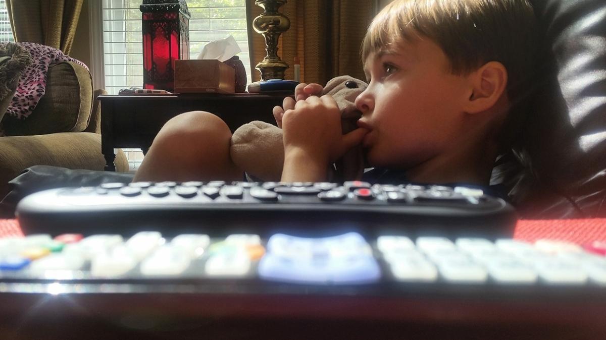 3 yaşından sonra parmak emme tehlikeli olabilir