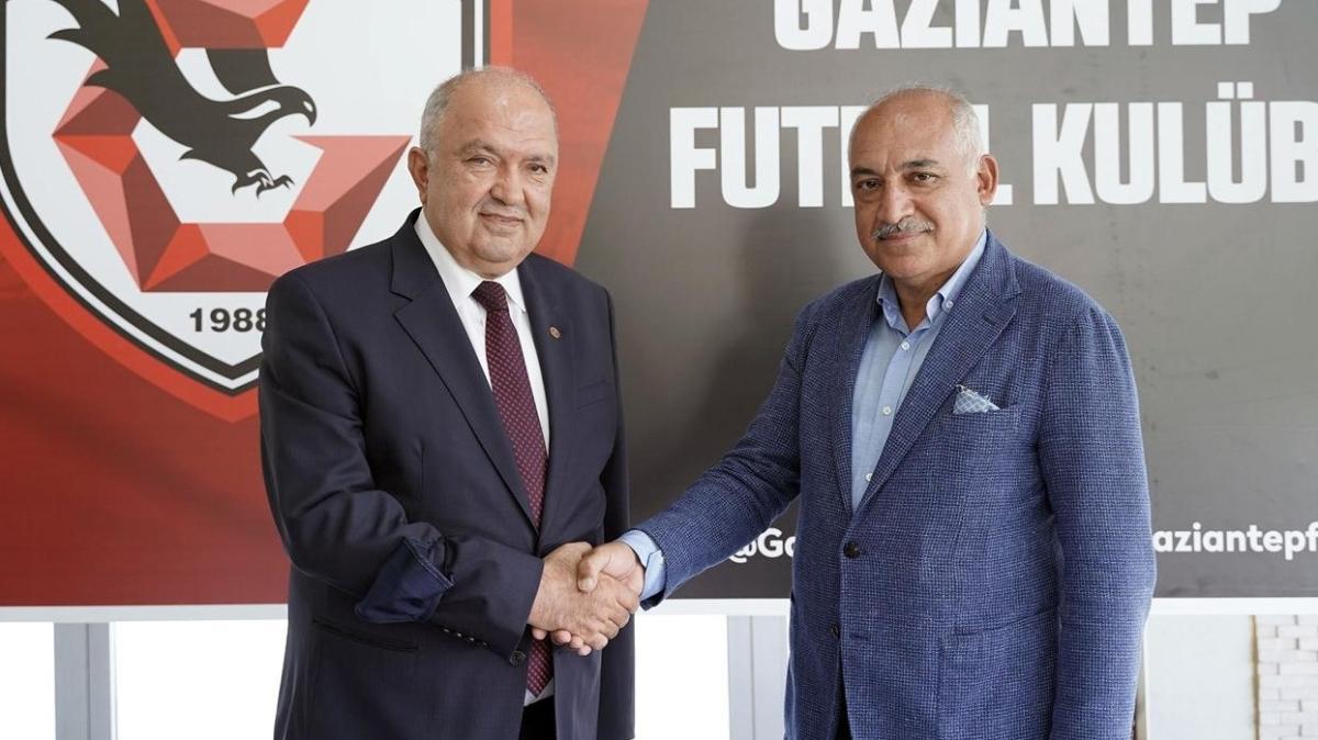 Gaziantep FK'de Mehmet Büyükekşi başkanlık koltuğunu Cevdet Akınal'a bıraktı