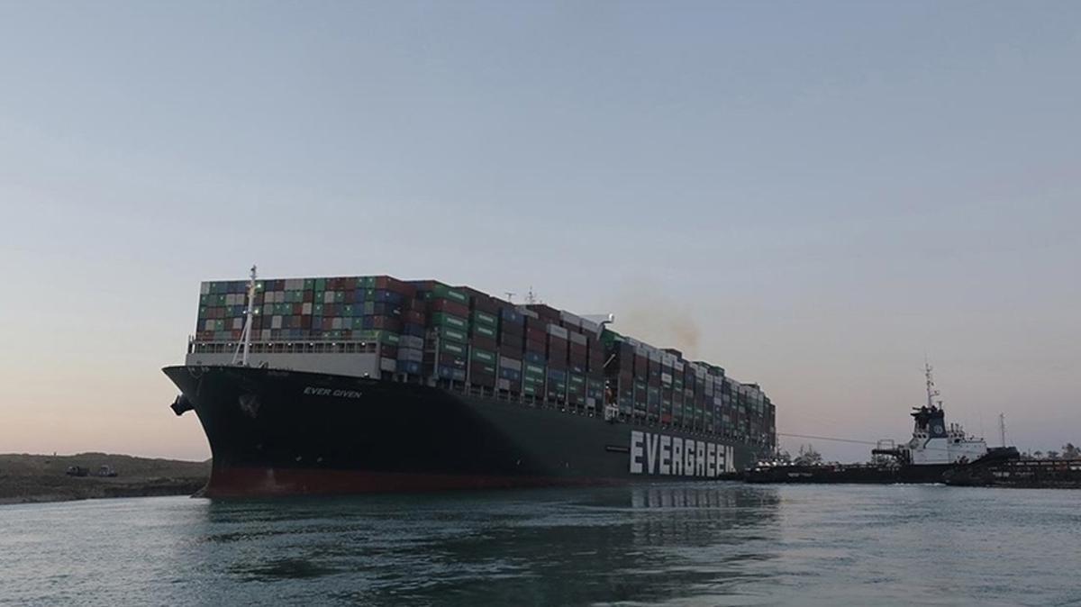 Mısır, Süveyş Kanalı'nı tıkayan gemi için tazminat miktarı indirdi