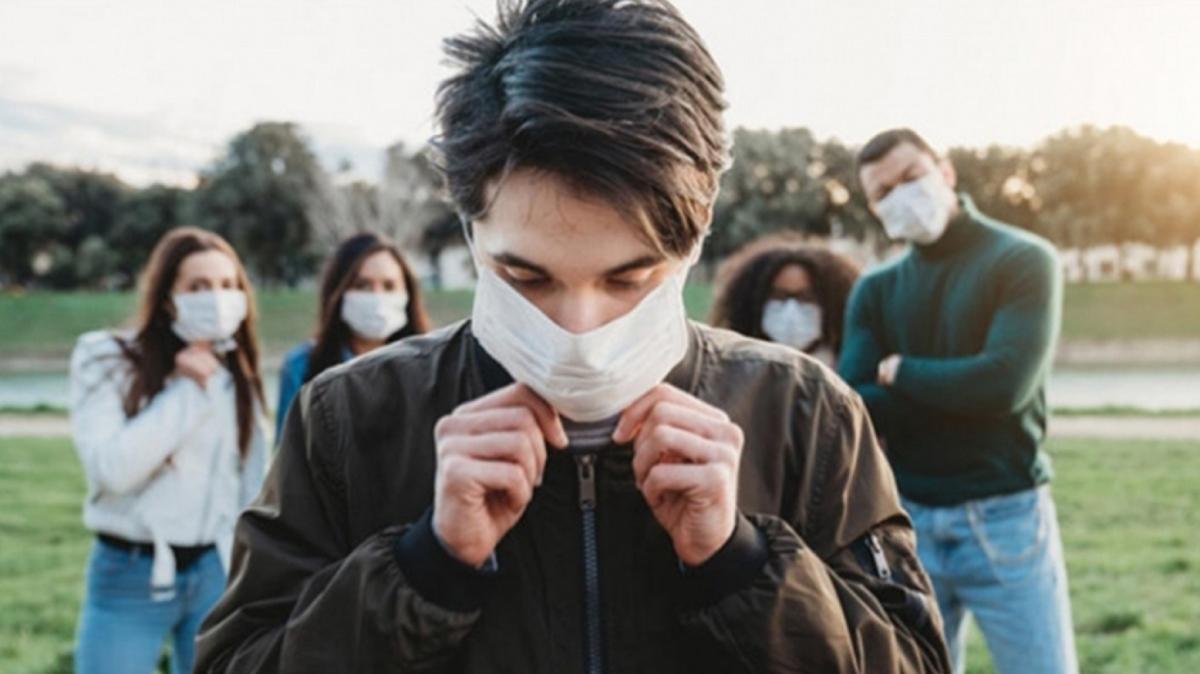 20 yaş üstü gençlere aşı uyarısı: Gençliğinize güvenmeyin