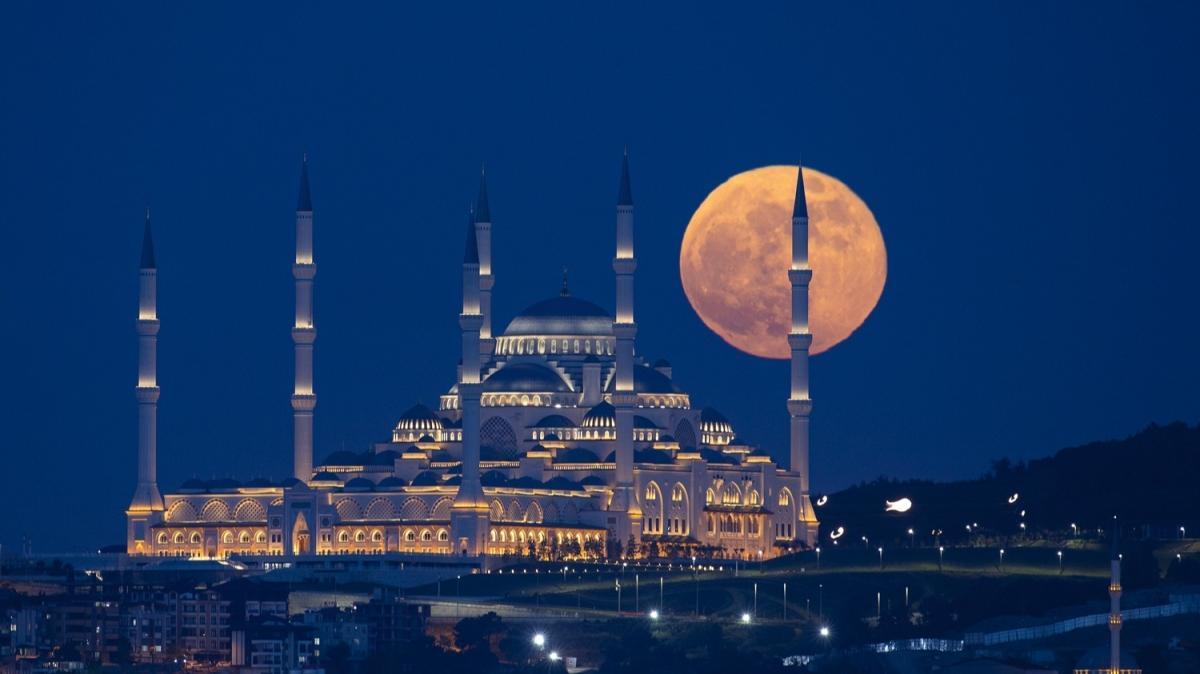 """İstanbul'da """"Süper Ay"""" güzel görüntüler oluşturdu"""